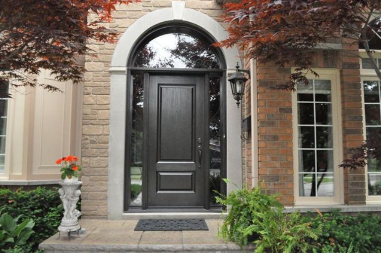 Choosing Fibreglass or Wood Doors For Your Home