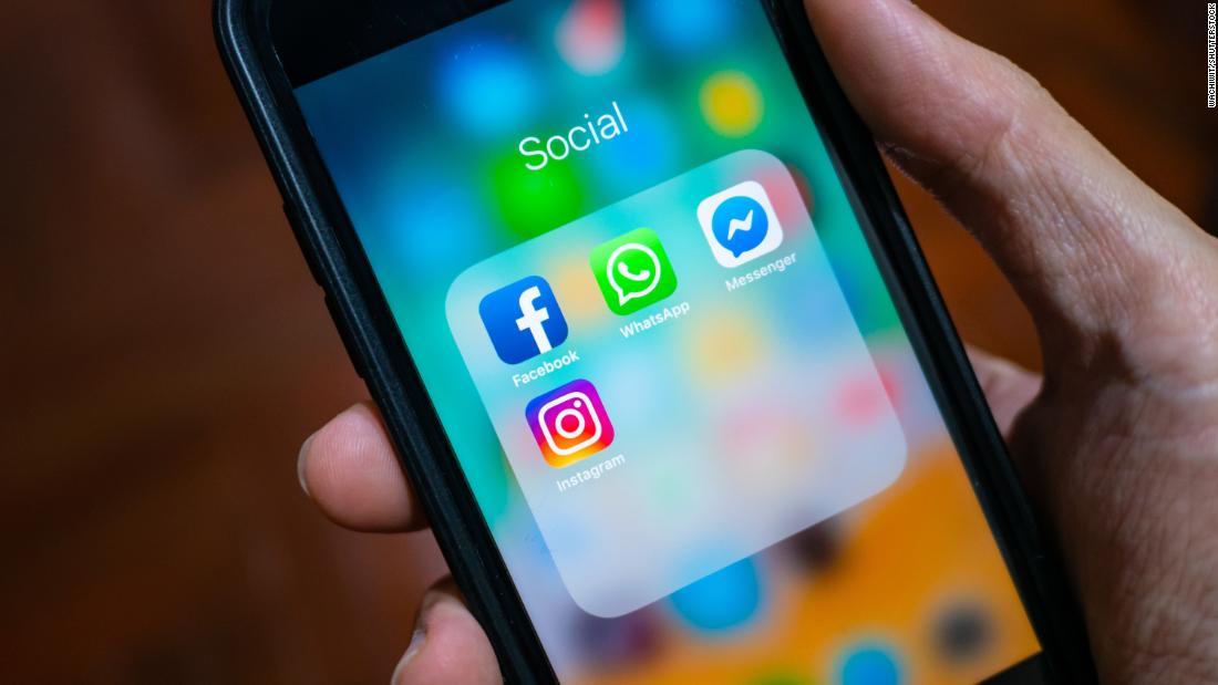 WhatsApp, Facebook, Instagram go down